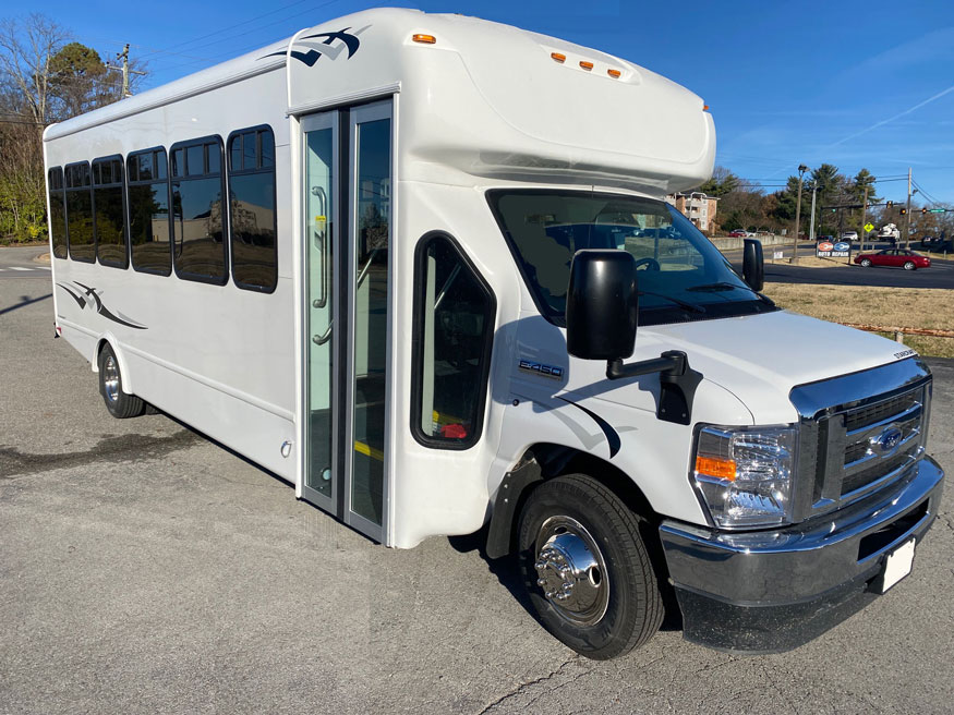 Ford E450 Starcraft MVP - Front